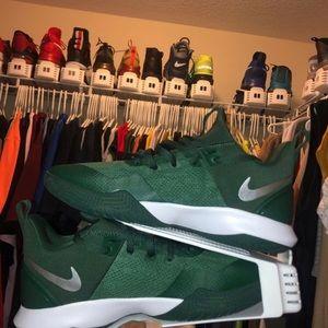 Brand New Nike Zoom Shift